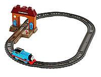Игровой набор Томас и друзья  железная дорога Fisher-Price Thomas & Friends TrackMaster Station Starter Set