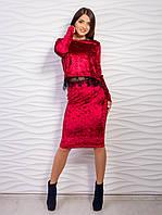 Молодежный костюм из кофты украшенной гипюровой полоской и прямой юбкой