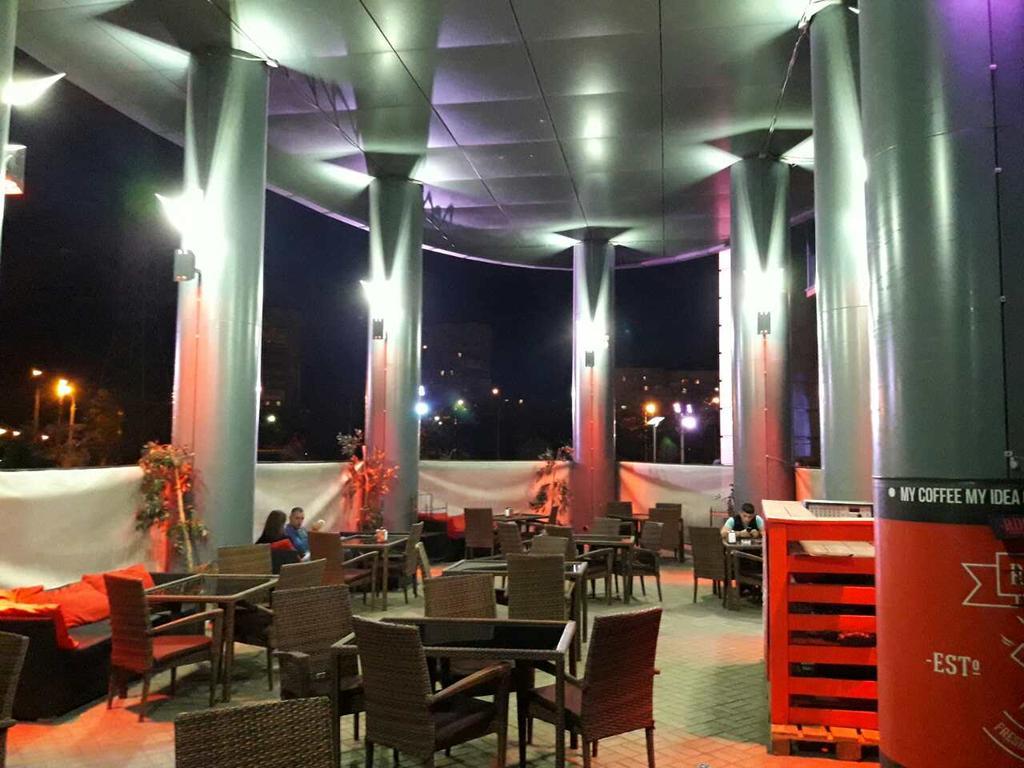 Разработка, изготовление и монтаж светильников Latitude для летней площадки Red Cups, г. Мариуполь