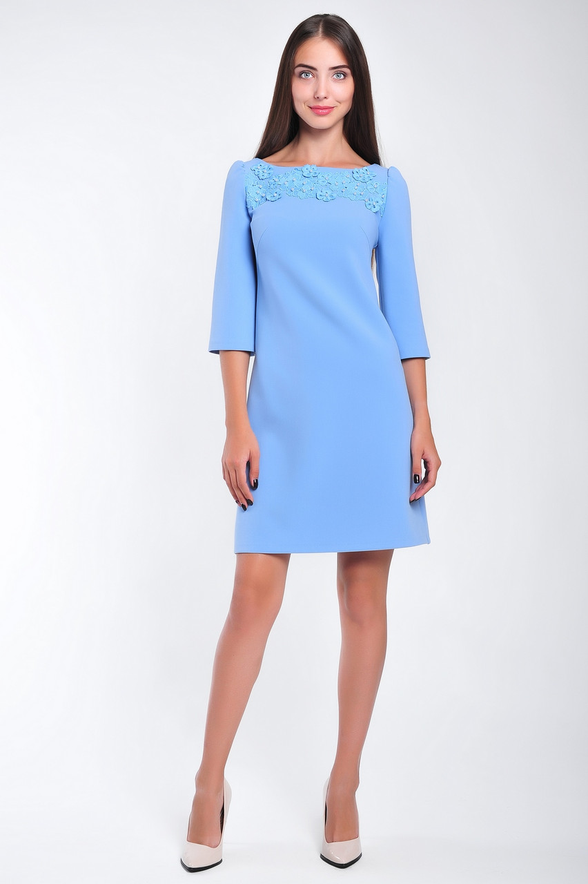Нарядное женское платье с гипюровой аппликацией