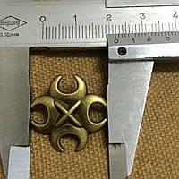 Бронзовый крест на заклепках