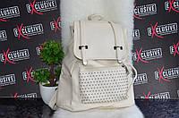 Стильный белый рюкзак.