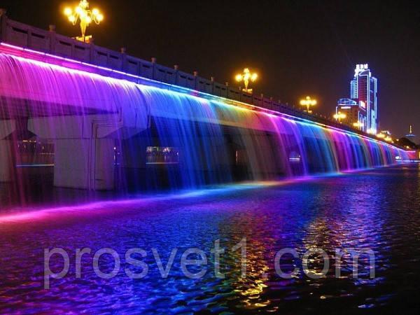 LED прожектор RGB в действии подсветка воды