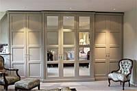 Серый распашной шкаф с рамочными фасадами в классическом стиле