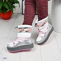 Модные ботинки, луноходы MOON BOOT белого цвета на серой подошве