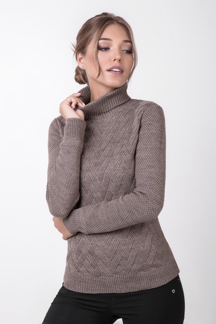 Вязаный женский свитер с оригинальным плетеным рисунком цвета капучино