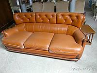 Трехместный кожаный диван в стиле барокко