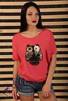 Яркая летняя модель футболки с фасоном «летучая мышь»
