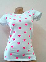 Женская трикотажная футболка с сердечками