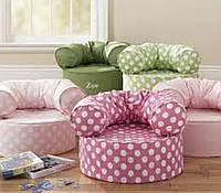 Мягкое кресло для ребенка.