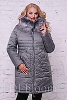 Удобная серебряная куртка длиною до середины бедра