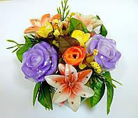 """Букетная композиция из мыльных цветов """"Комплимент"""" в коробке диаметром 15 см"""