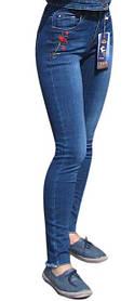Эти джинсы с изящной вышивкой станут отличным партнёром Вашей куртки.