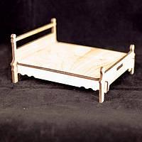 Деревянная кукольная кровать большая с низкой спинкой