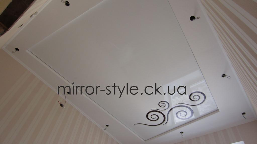 Фотопечать вензеля на натяжном потолке в Черкассах