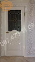 Межкомнатный дверной блок с карнизом окрашенный