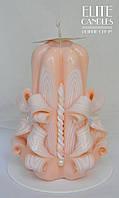 Свеча бежевая ручной работы 12 см высотой - с бусинками в виде розочек