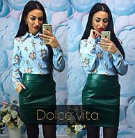 Стильная короткая юбка с эко-кожи цвета бутылка