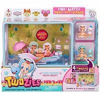 Игровой набор Twozies S1 Прогулка в лодке с аксессуарами, 2 эксклюзивных малыша, 2 питомца (57016)