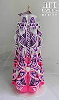 Різьблена свічка рожево-фіолетова 22 см заввишки