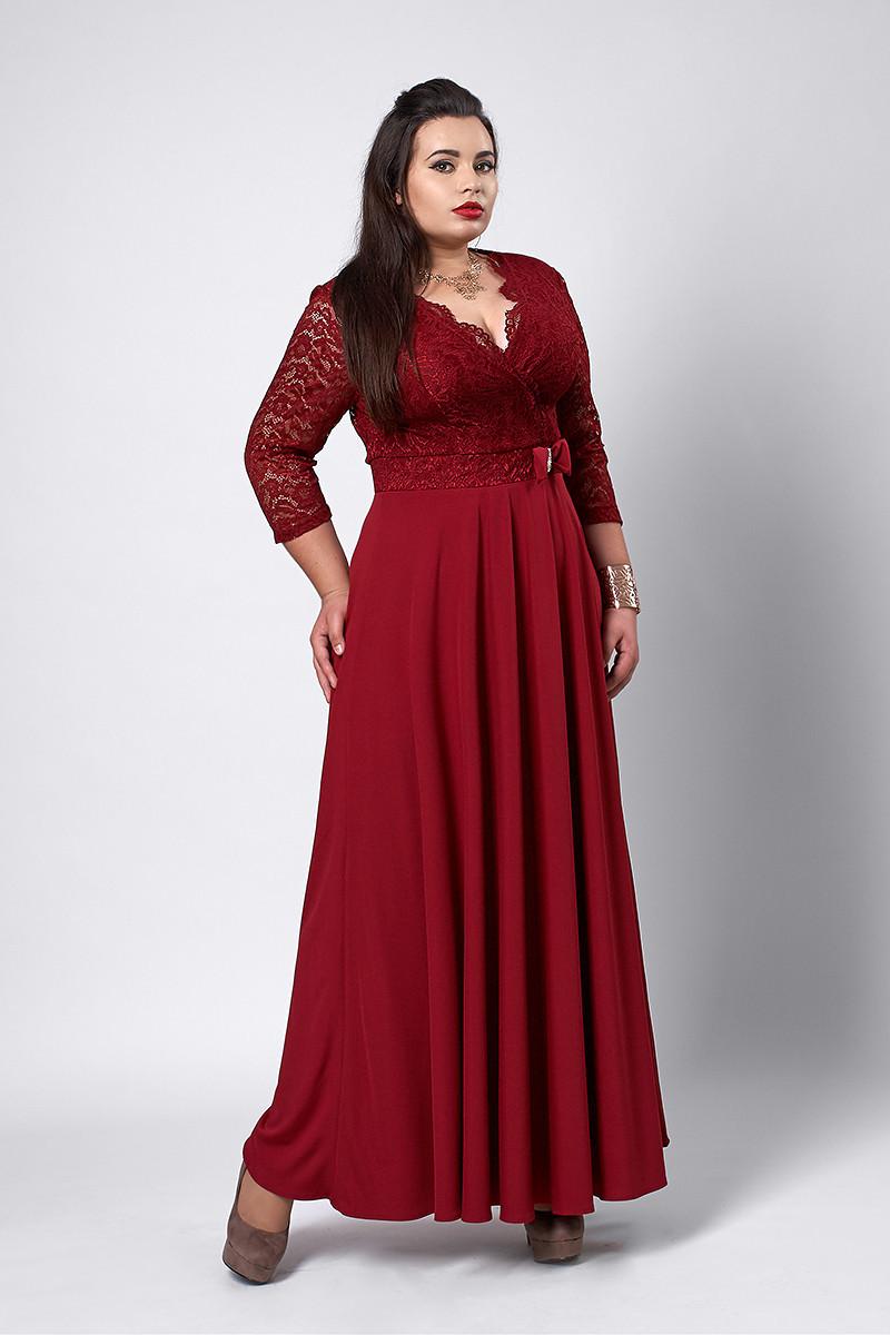 Элегантное длинное женское платье бордового цвета