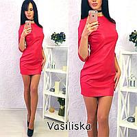 Привлекательное короткое кожаное платье с рукавами три четверти