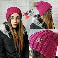 Розовая теплая шапка с бубоном из натурального меха
