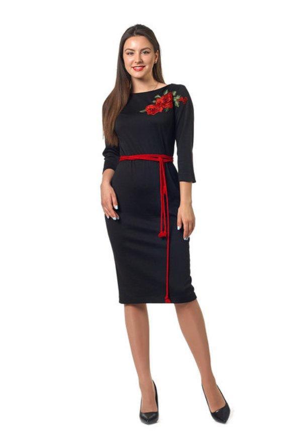 Черное платье из французского трикотажа, украшено вышивкой