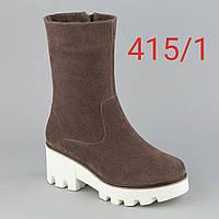 Ботинки замшевые коричневые белая подошва