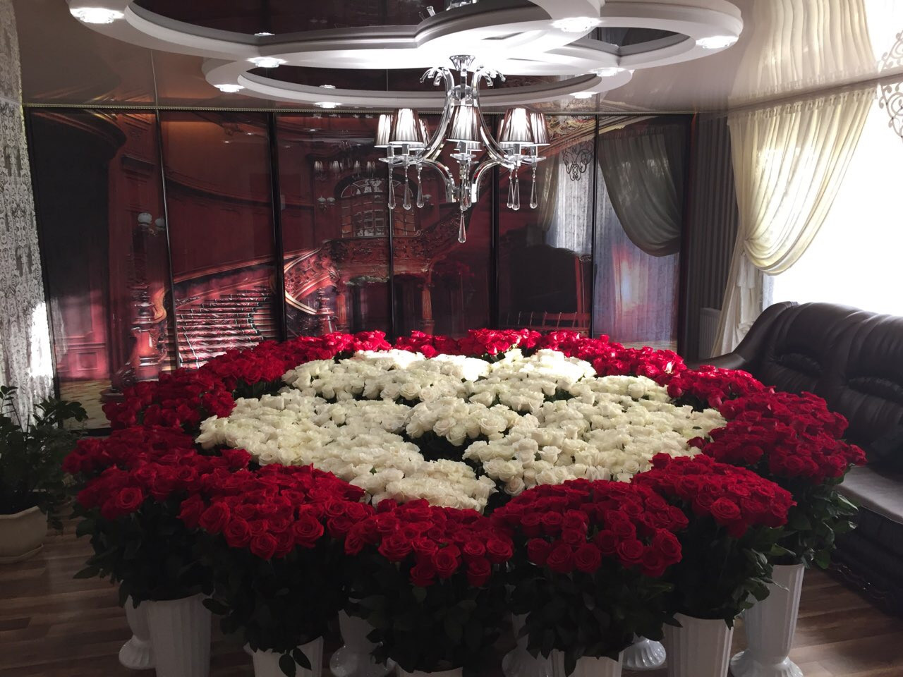 Шикарна велика троянда 2501 троянда з доставкою