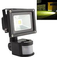 Прожектор с датчиком движения LED SLIM PIR 20W IP65