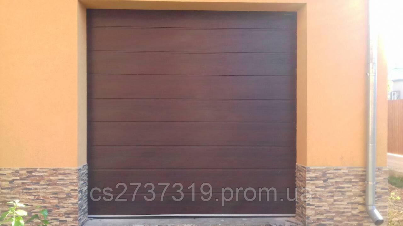 Гаражные секционные ворота автоматические DoorHan 2700*2800 Пер.50 Махагон
