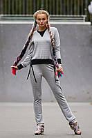 Женский трикотажный светло-серый костюм в спортивном стиле с оригинальной черной отделкой