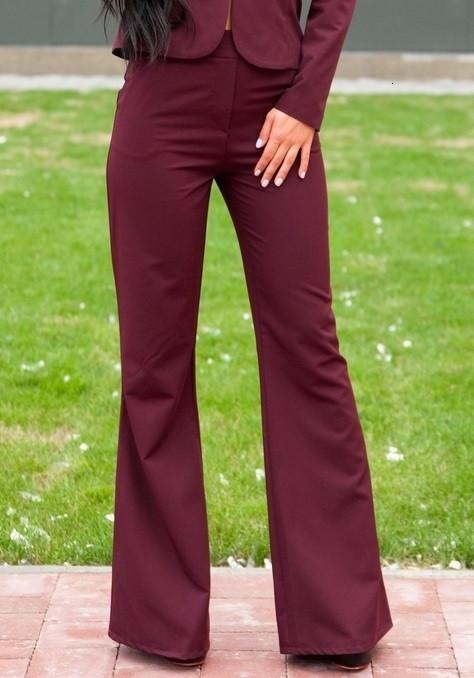 Расклешенные брюки бордового цвета