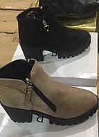 Демисезонные женские ботинки на толстом каблуке и тракторной подошве Размеры 36-41