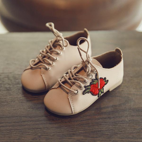 Туфельки на шнурках