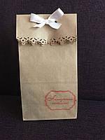 Пакет крафт подарочный резной без ручек с надписью 20*9*6,5см