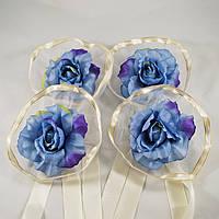 Украшение на машину из сине-голубых роз