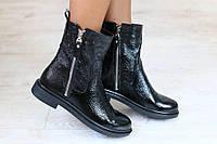 Модные  ботинки из лаковой кожи  на низком каблуке