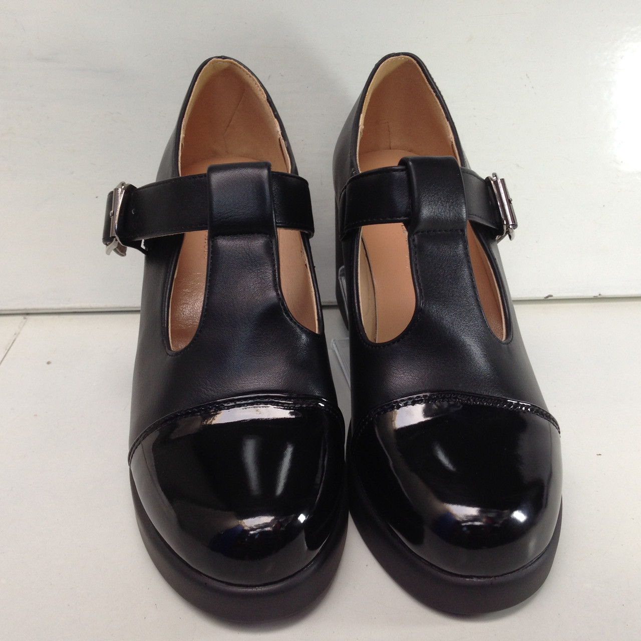 Туфли классика на каблуку женские черного цвета