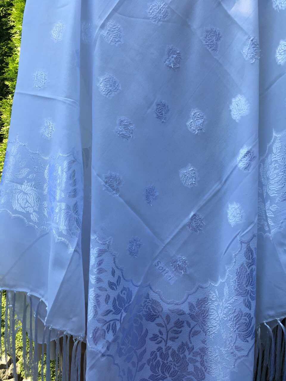 Хустина біла однотонна з орнаментом квітів 100 100 см - Скарбниця Карпат- інтернет  магазин f6fdedbcd29b2
