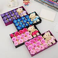 Подарочный набор из мыльного раствора в форме бутона розы с плюшевым мишкой (12 роз)
