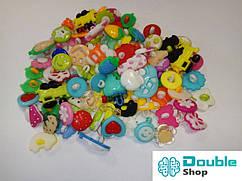 Набор из около 200 пластиковых пуговиц на ножке с ушком ассорти детское