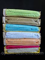 Качественные махровые простыни разного цвета.