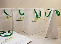 Печать логотипа на белых крафт пакетах