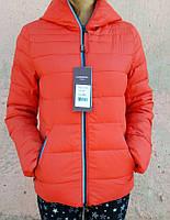 Женская демисезонная куртка красна