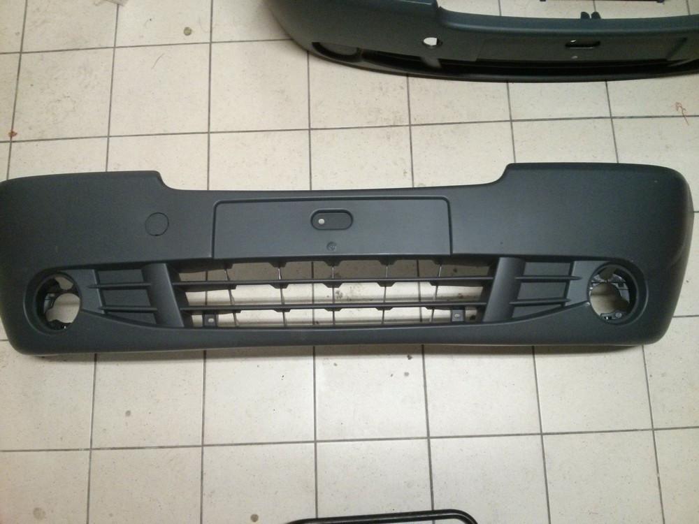 Бампер передній (під галогенки) Renault Trafic, Nissan Primastar 2006> (новий)
