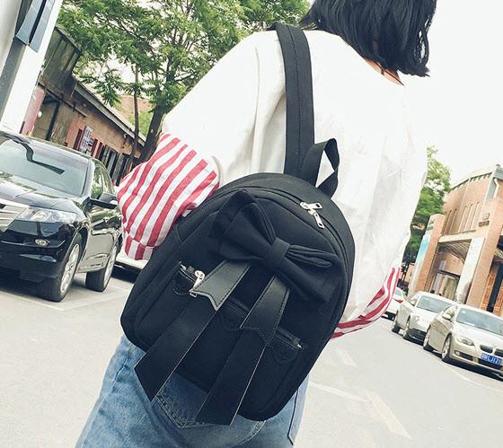 Очаровательный рюкзак с нежным бантом
