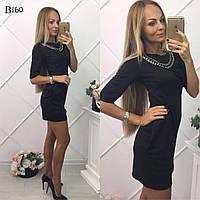 Короткое платье с карманами и украшением