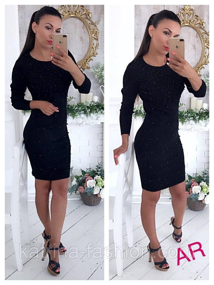 черное платье с жемчугом